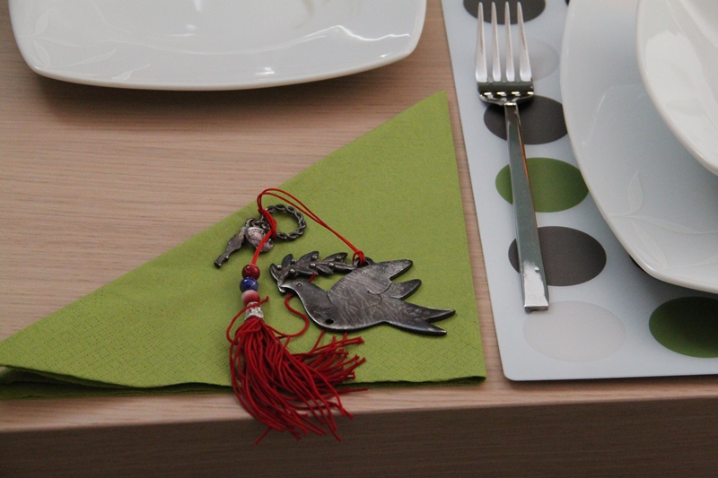 chrismas table art green 3 gift