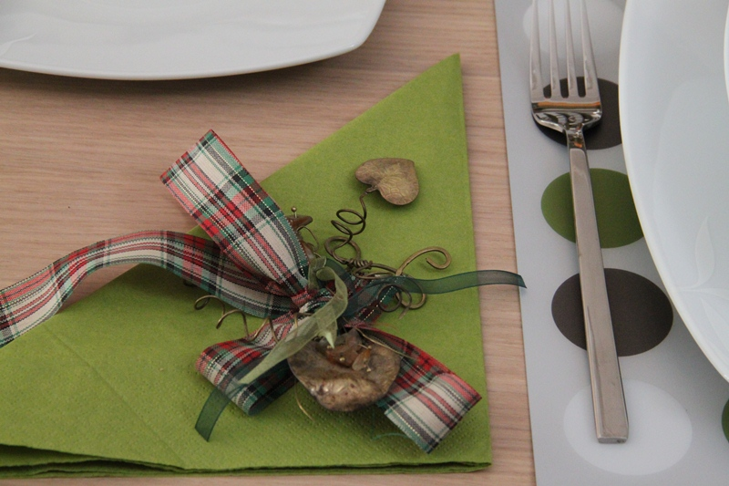 chrismas table art green 3 present