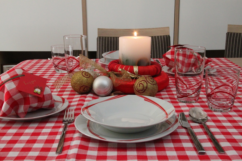 chrismas table art red 1