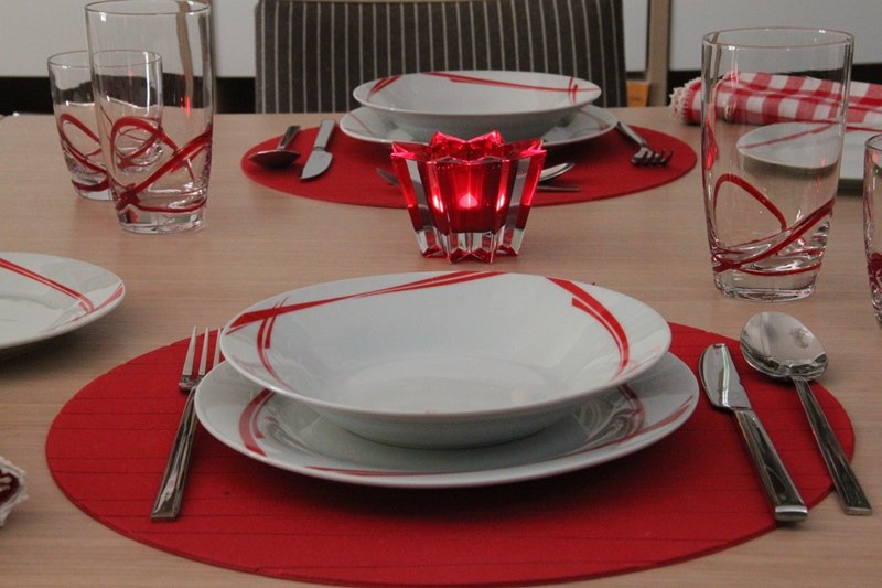 chrismas table art red 5