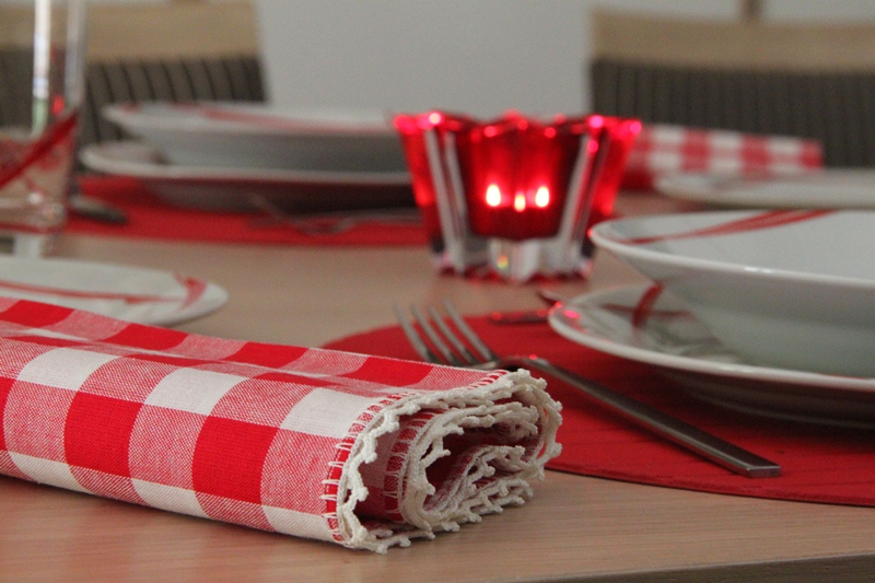 chrismas table art red 6